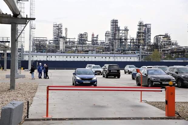 Новая парковка для сотрудников НПЗ / Фото: Владимир Антропов
