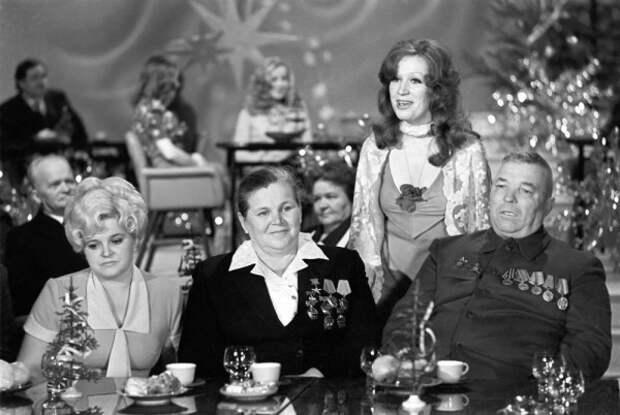 Ведущая Алла Пугачева с гостями 1976 год СССР, голубой огонек, ностальгия, старый новый год, эстрада