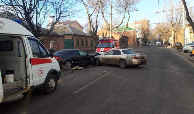 Два человека пострадали в столкновении Audi и Lada Granta в Ростове