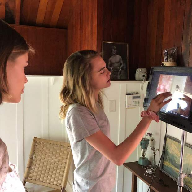 Кара Делевинь сняла клип для старшей дочери Энди МакДауэлл