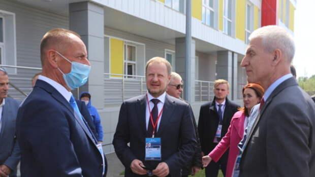 Виктор Томенко и министр спорта России прибыли на гребной канал в Барнауле
