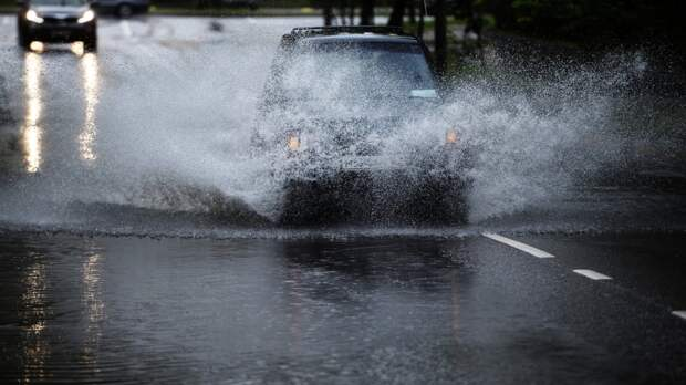 Поездка на автомобиле в дождь: советы специалистов по безопасности