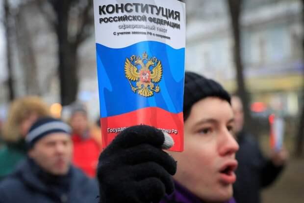 О поправках в Конституцию россиянам расскажут волонтеры
