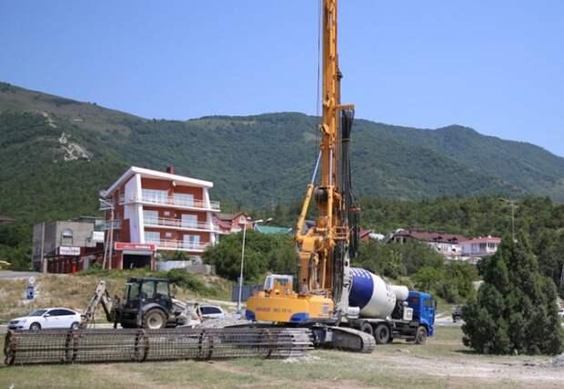 В Геленджике началось строительство эстакады