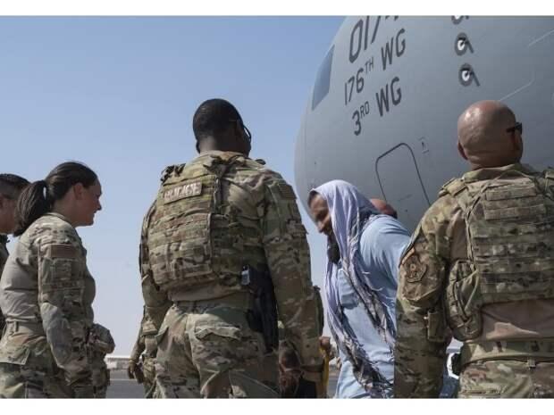 Британия сворачивает «красную дорожку» для афганцев