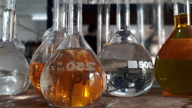 Около 300 л азотной кислоты пролилось на территории Ижевска
