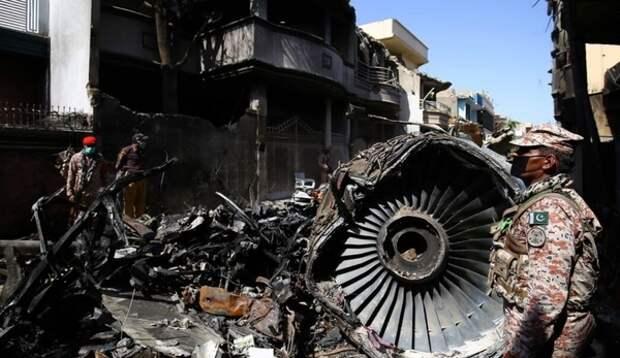 В Пакистане назвали причину крушения пассажирского лайнера