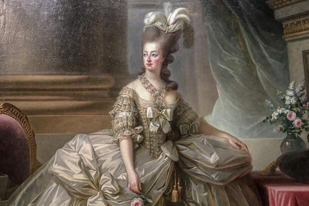 Во Франции продали на аукционе сундук Марии Антуанетты