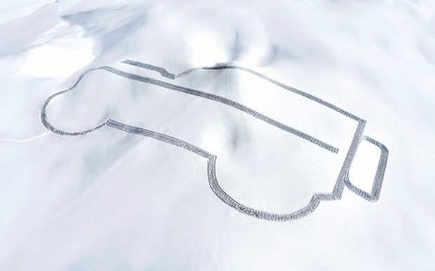 В Альпах вытоптали силуэт гигантского Ленд Ровера