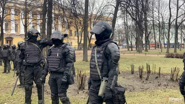 В Петербурге акция в поддержку Навального началась с задержаний