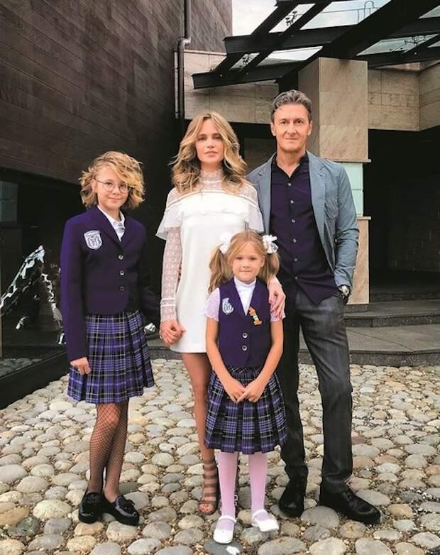 Дочь Глюкозы постриглась налысо и покрасилась в фиолетовый
