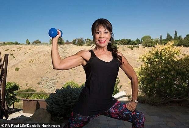 73-летняя жительница Невады выиграла соревнования пофитнесу вбикини