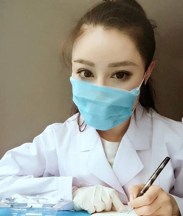 Мисс «Смертоносные бедра» из Китая отправилась на борьбу с коронавирусом
