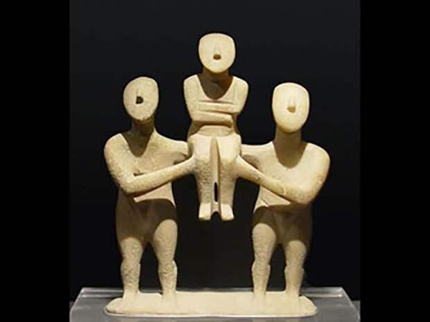 Необычные скульптуры, которые археологи находили на Керосе и Даскалио.