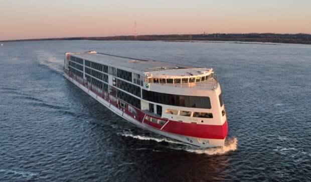 Бункеровку лайнера «Мустай Карим» провела «Роснефть Бункер» впорту Таганрога