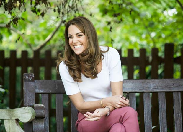 Кейт Миддлтон выбрала идеальный casual-образ для встречи с волонтерами