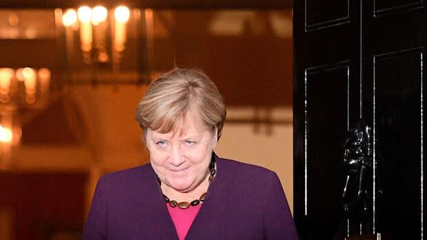 Меркель выступила за диалог с Россией
