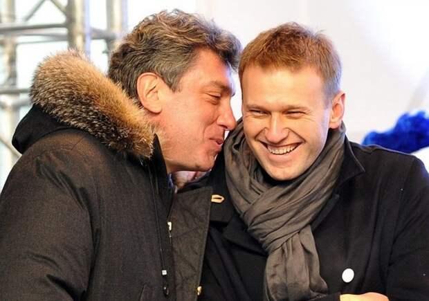 Навальный хочет больше санкций, но не хочет становиться Немцовым