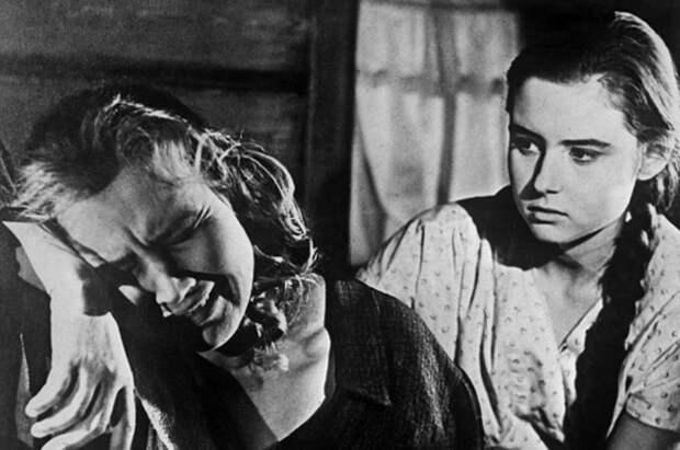 Екатерина Савинова и Виктория Лепко. Кадр из фильма «Колыбельная», 1962 год