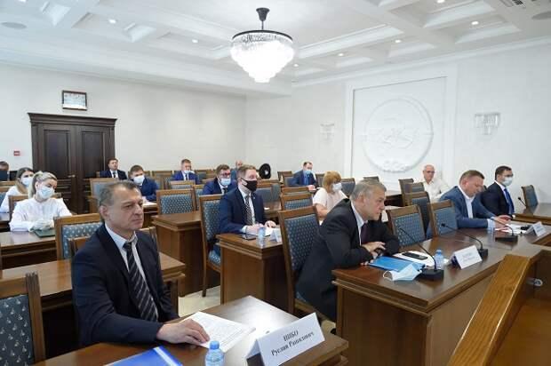 В Доме правительства РА прошло совещание с участием руководства Фонда содействия реформированию ЖКХ