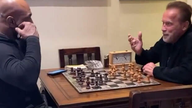 Арнольд Шварценеггер сразился с Майком Тайсоном