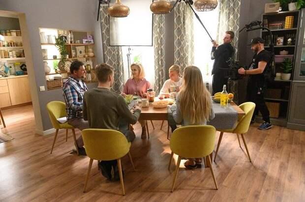 «У беременной девушки бушуют гормоны»: звезда сериала «Родители» Анастасия Крылова о закулисье нового сезона