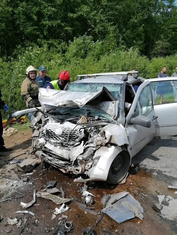 В Удмуртии в ДТП погиб мужчина, еще 5 человек получили травмы