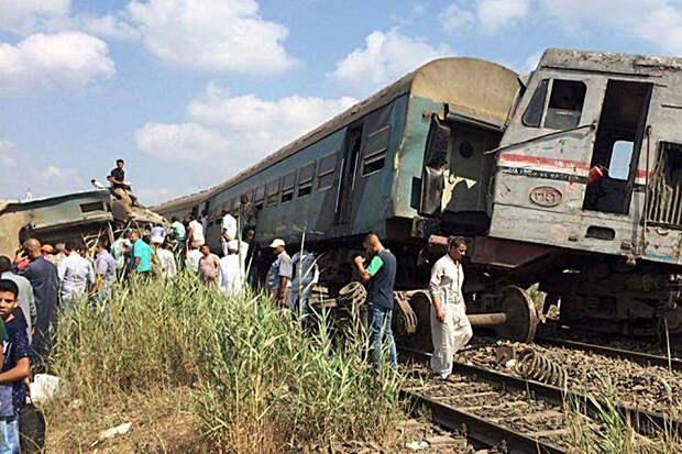 Восемь человек погибли при сходе поезда с рельсов в Египте