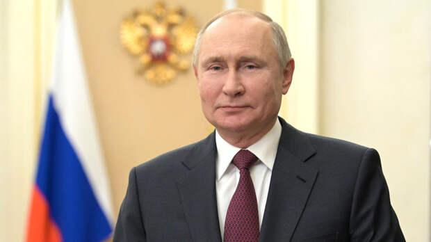 """Путин наградил директора музея """"Сталинградская битва"""""""