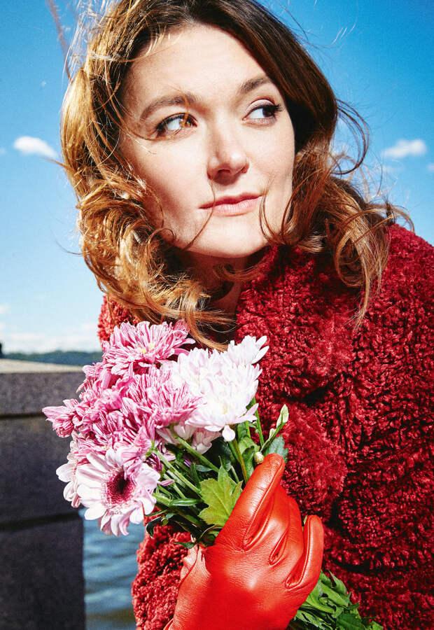 «Не представляю, как можно выбрать человека по фото»: Надежда Михалкова о приложениях для знакомств