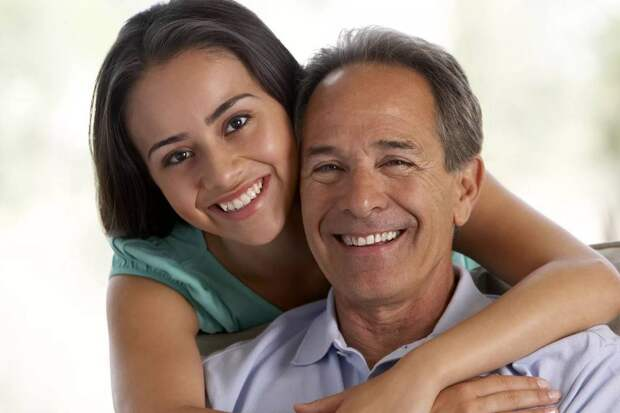 Снял дочери квартиру и переехал к ней: «Надо помочь ей устроиться». О наличии у папы жены и ребенка дочь не знает