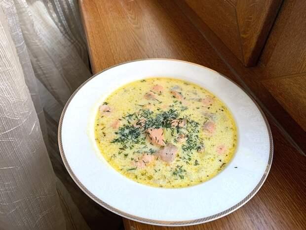 Фото к рецепту: Уха из красной рыбы по-фински со сливками