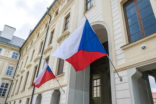 Чехия высылает 18 российских дипломатов и объявила в розыск Боширова и Петрова: Что известно о международном скандале