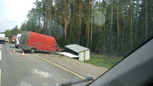 Столкновение трех машин остановило трассу «Кола» под Петербургом. Предварительно, пострадали четверо