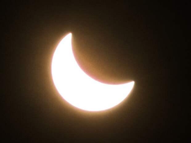 Жителей северного полушария впечатлило «кольцо огня» во время солнечного затмения