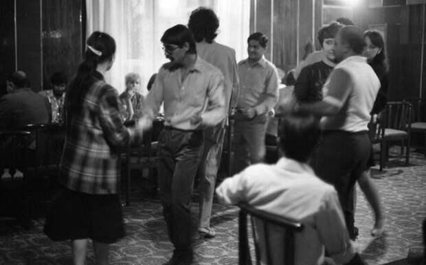 Вечер-встреча с индийскими друзьями. Всеволод Тарасевич, 1985 год, Украинская ССР, г. Херсон, из архива МАММ/МДФ.