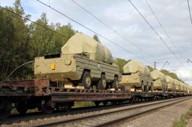 Украинские эшелоны с военной техникой несутся на Донбасс