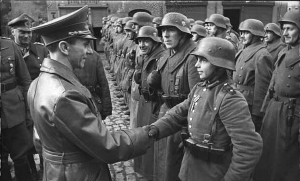 «Русские рубят детей топором». Как в Германии, поверив Геббельсу, целый город совершил самоубийство