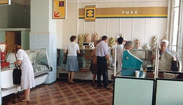 3. Типичный магазин начала 90-х 90-е, комок, ларек, магазины 90-х, ностальгия