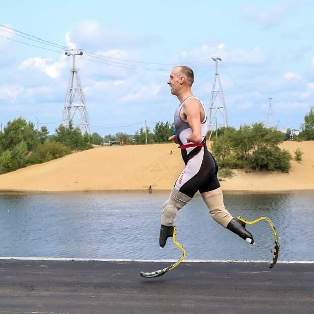 Российский паралимпиец без рук и ног устроился доставщиком в «Яндекс.Еда»