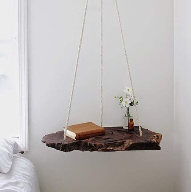 Подвесная полка из спилов дерева. \ Фото: lofteco.com.