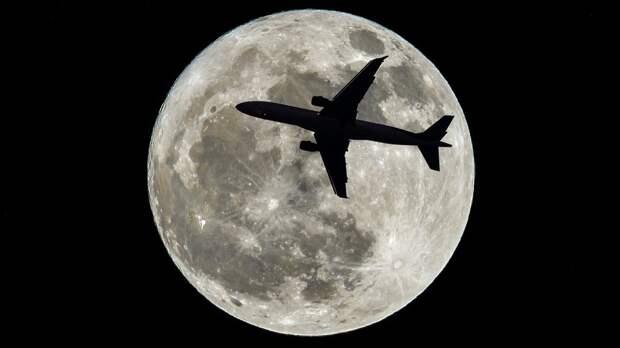 """С видом на суперлуние: билеты на загадочный """"полет в никуда"""" раскупили за рекордный срок"""