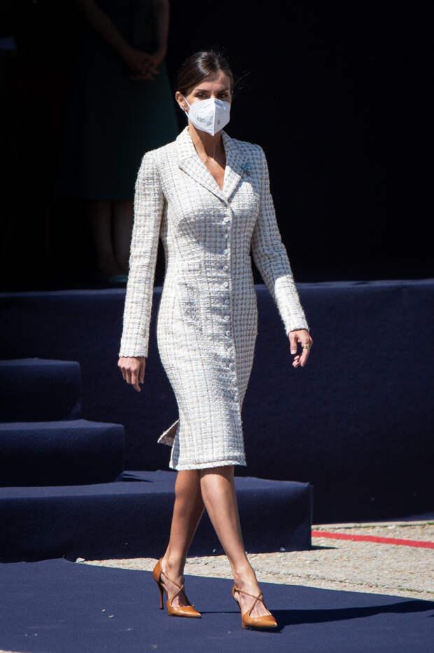 Королева Летиция появилась на публике в платье, кот...