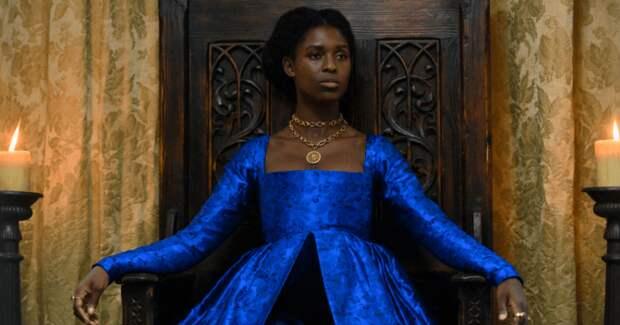 Это расизм? Новый сериал с темнокожей королевой Англии получил минимальные зрительские рейтинги