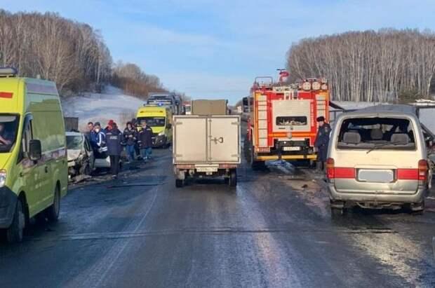 Автобус с пассажирами упал в кювет недалеко от Южно-Сахалинска