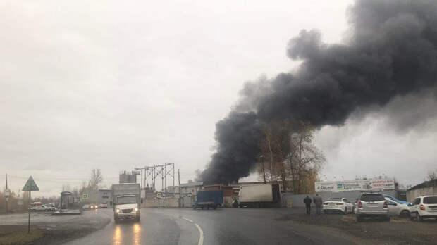 Склад загорелся в Нижнем Новгороде на площади 800 кв. метров