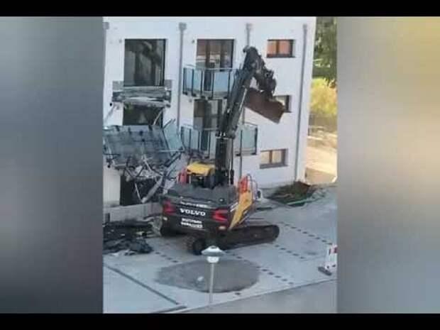 Мужчина из Германии на экскаваторе отомстил нечестному застройщику (видео)