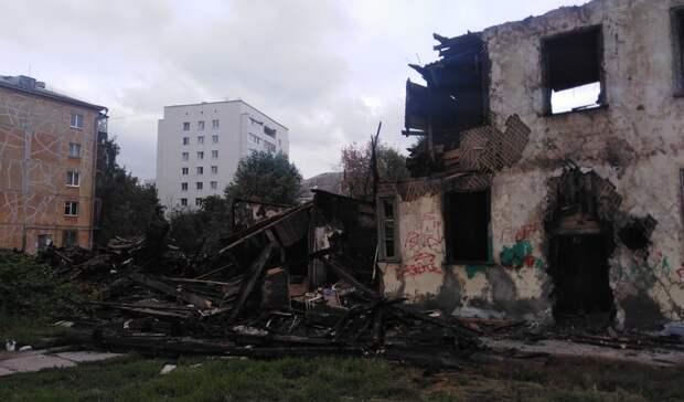 Уфимка попросила городскую администрацию срочно разобрать сгоревший дом
