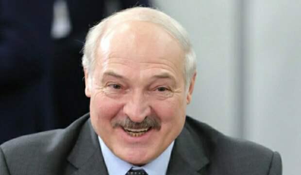 К резиденции Лукашенко стянули бронетехнику и автомобили с колючей проволокой