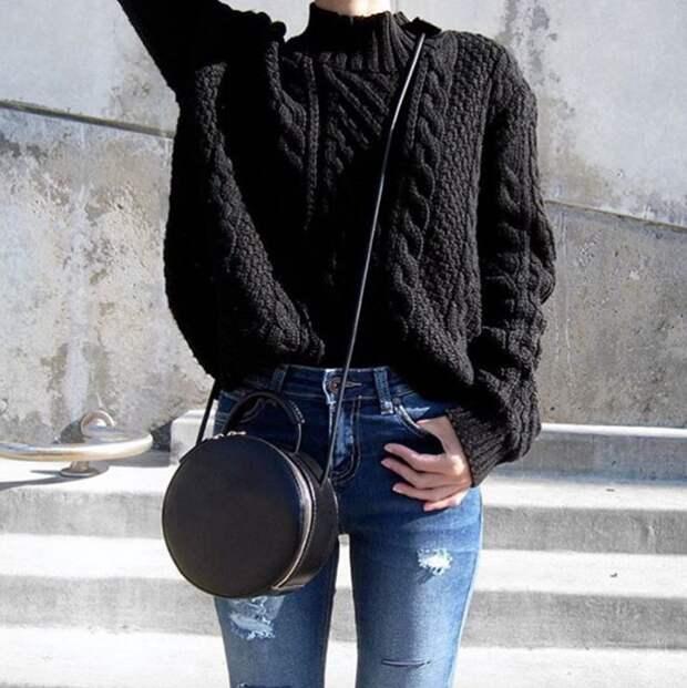 Джинсы с завышенной талией могут стать основой для самых разнообразных образов. / Фото: pinterest.ru